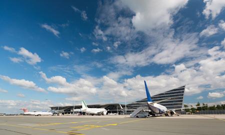 Venir au Grand Hôtel Lille par avion via l'aéroport de Lesquin ou Charles de Gaulle. Navette toutes les heures.